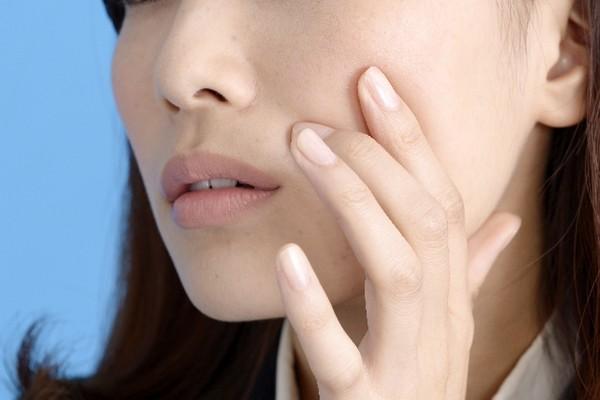頬のたるみに効く筋トレで自然な笑顔を取り戻す方法