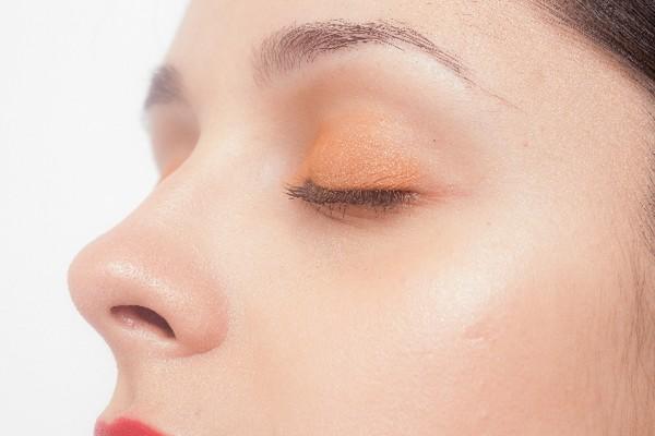鼻の毛穴のブツブツが…気になるイチゴ鼻の原因とは?