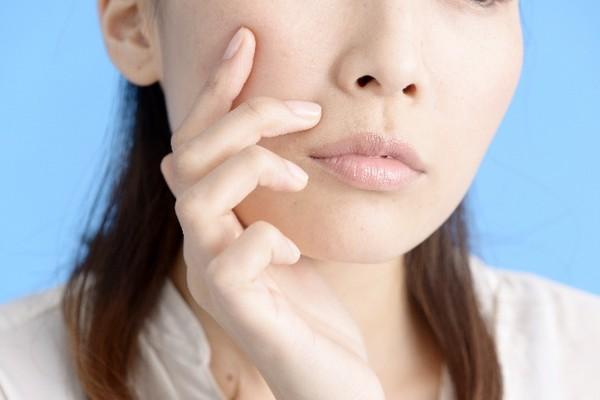 シミを消す方法!美白化粧品を使って逆に目立ってしまった?