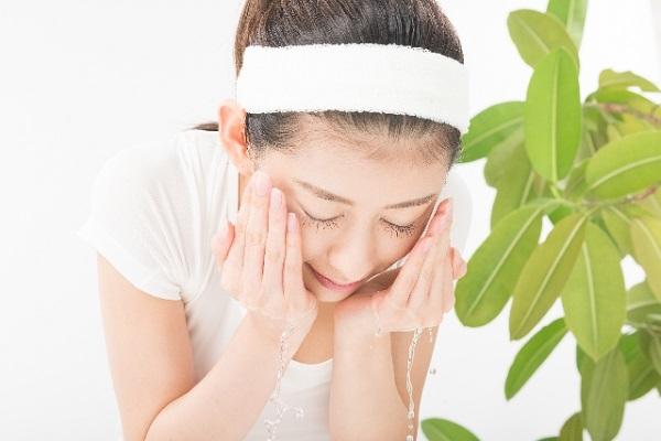 ニキビ予防のための洗顔する回数と洗い方のポイント