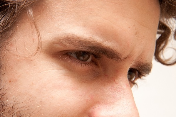 男性が女性を見つめる7つの心理!誤魔化せない目の動き