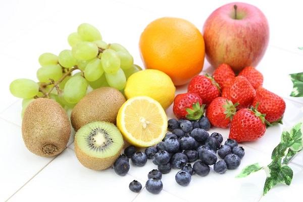 ニキビの原因となる食べ物と抑えるための食事の方法