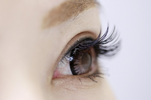 目元のたるみの原因とリフトアップさせるためのエクササイズ