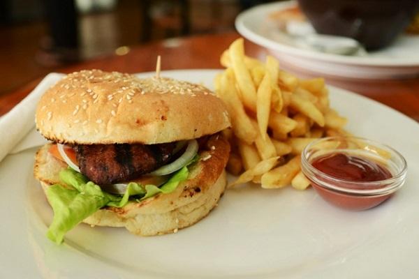 ダイエットは食事の改善が大切!ジャンクフードは危険