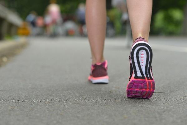激しい運動は活性酸素を大量に発生させて老化に繋がる