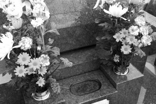 お盆のお墓参りにするお供え物の意味や供えてはいけないもの