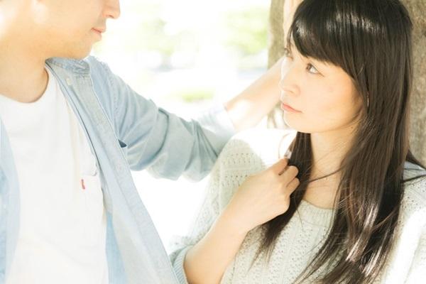 男性が女性を褒める心理